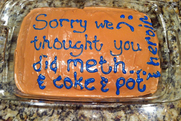 The long-winded apology was iced onto a cake after the incident (Rachel Gelmis / Twitter)