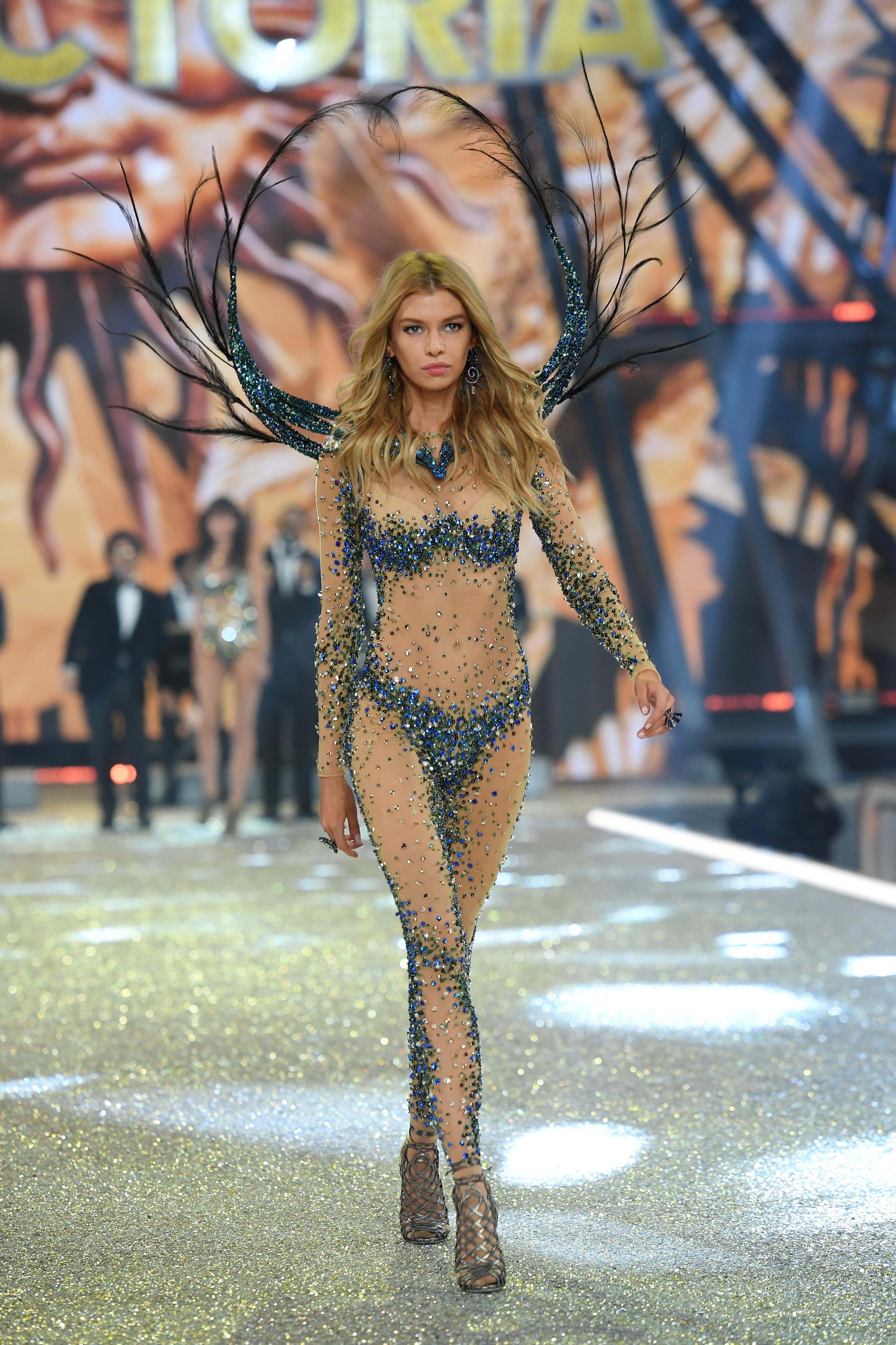 Stella Maxwell 2016 Victoria's Secret Fashion Show