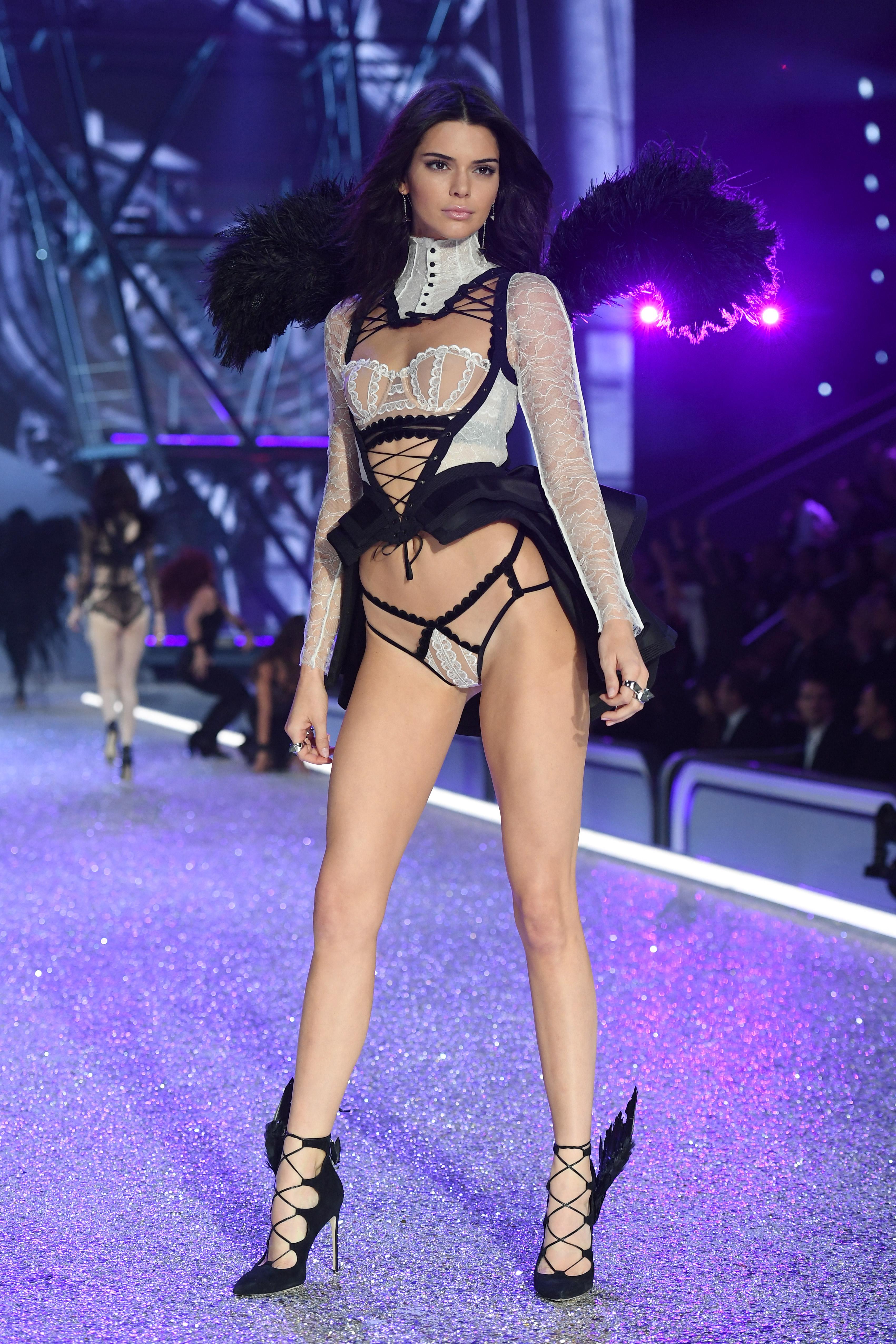 Kendall Jenner 2016 Victoria's Secret Fashion Show